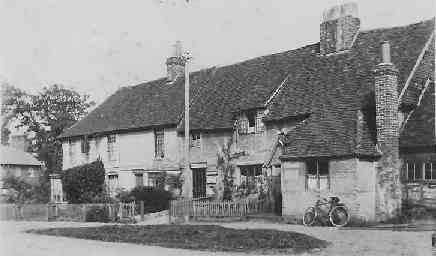 The old Post Office plus the now-demolished Newlands Estate cottages