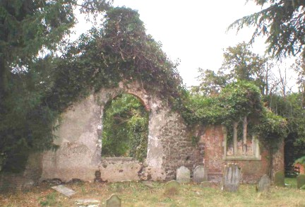 The ruins of the Old Church as in August 2004